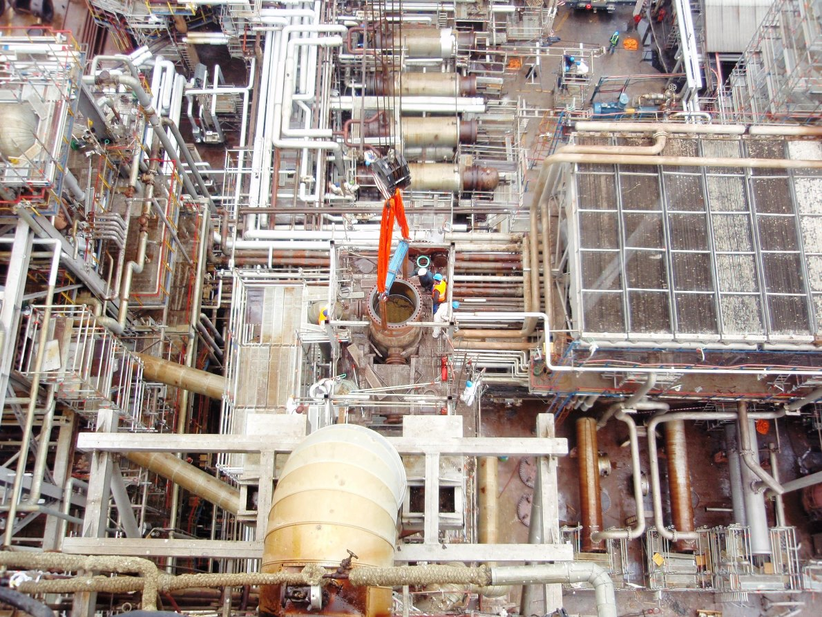 Inspections and maintenance of industrial installations in the field of petro-chemistry, chemistry and energy